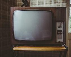 Man kan titta på TV när man går på sitt promenadband